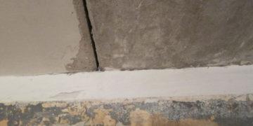щель в потолке